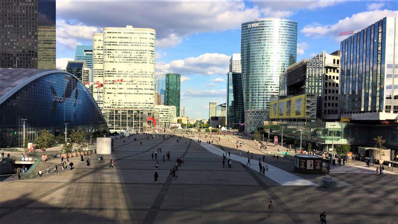 منظقه تجاری La Défense در شهر پاریس